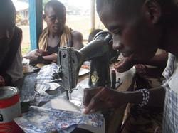 costurando sapato