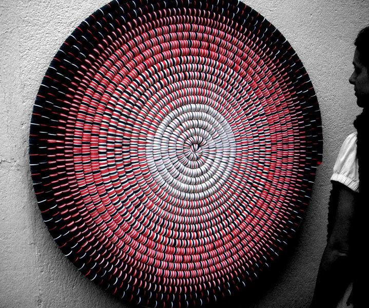 Espiral preta, vermelha e branca