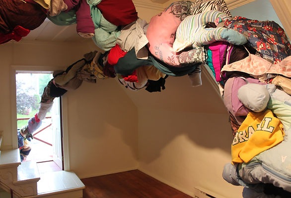 Out of the Closet - Instalação - Carla Tennenbaum