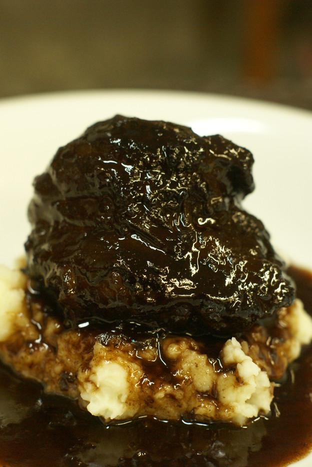 黒毛和牛ほほ肉の赤ワイン煮込みStewed Wagyu beef cheek in red wine sauce