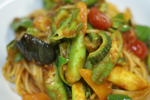 Spaghetti with summer vegetables