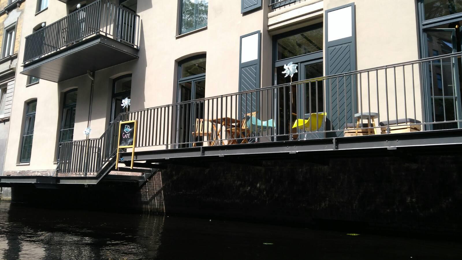 Cafés am Wasser