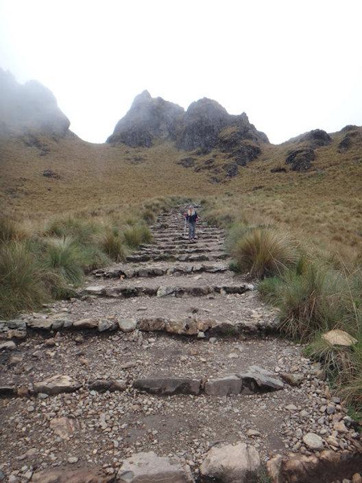 Kenneth Kiwicz takes picture of Lauren Kiwicz on Inca Trail