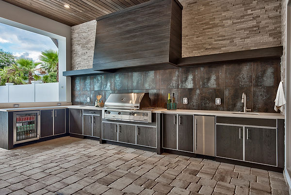 outdoor-kitchen-with-grill-sink-and-fridge-florida.jpg