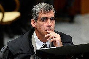 Eram dois agentes públicos, mas a ofensa não foi dirigida a um deles especificamente, disse ministro Rogerio Schietti