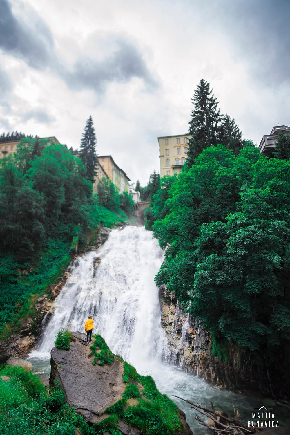 La spettacolare cascata che si trova al centro del paese di Bad Gastein, che si può ammirare anche dall'alto provando la ''Flying Fox''