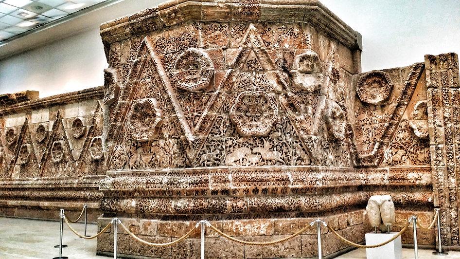 гид в Пергамском музее, музейный остров