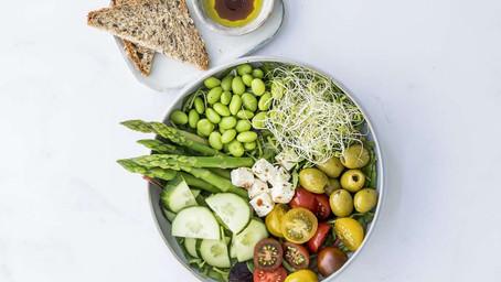 Lunsj Salat med Brød og Oljedressing