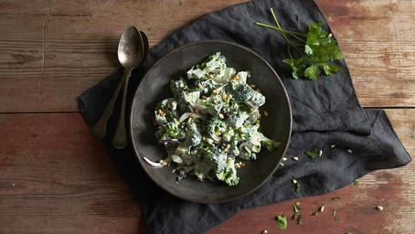 Kremet Brokkolisalat  med Rosiner og ristede