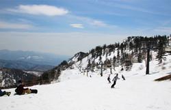 川場スキー場。ゲストハウスから車で5分です。