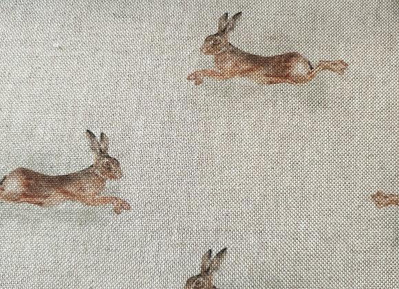Hares linen look