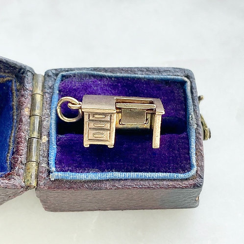 Vintage 14ct gold moving desk charm with typewriter