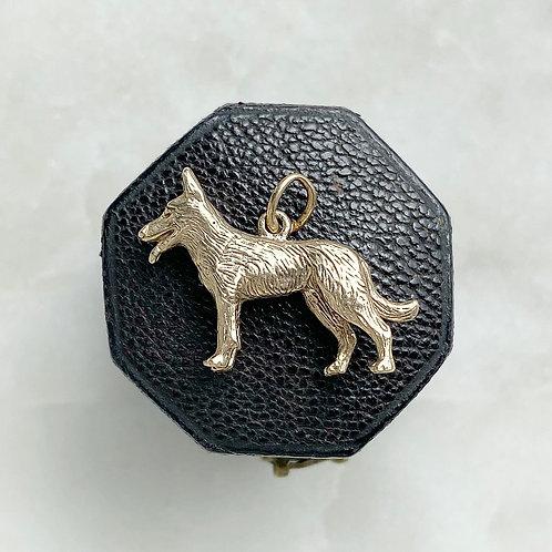 Vintage 1971 9ct solid gold german shepherd alsation dog charm