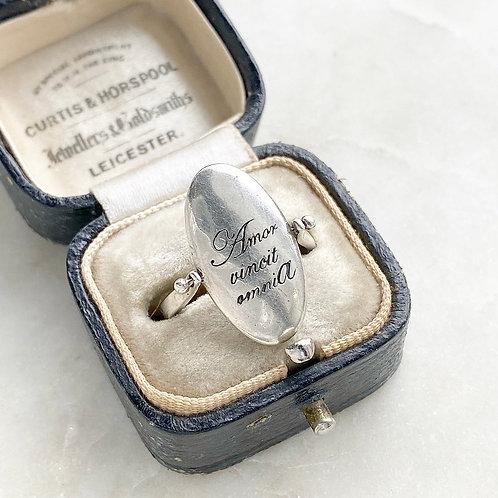 Vintage sterling silver swivel ring 'Amor vincit omnia'