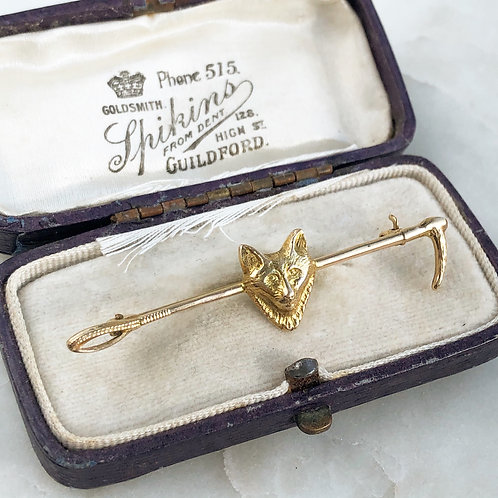 Vintage 9ct gold fox and riding crop pin