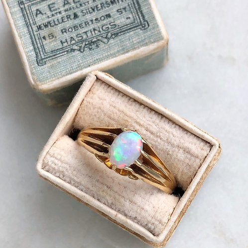 Antique 1909 Edwardian 18ct gold opal ring