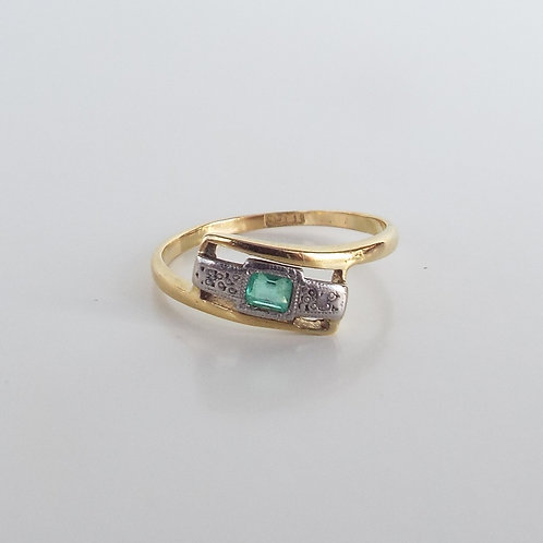 Art Deco18ct gold emerald and diamond trilogy ring