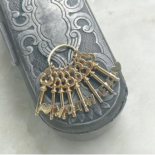 Vintage 9ct gold Mother set of keys charm