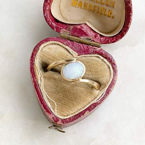 Vintage 9ct gold and opal ring