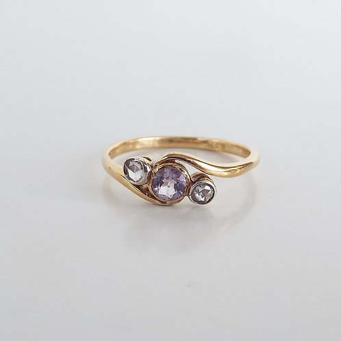 Vintage 18ct gold amethyst and rose cut diamond trilogy ring