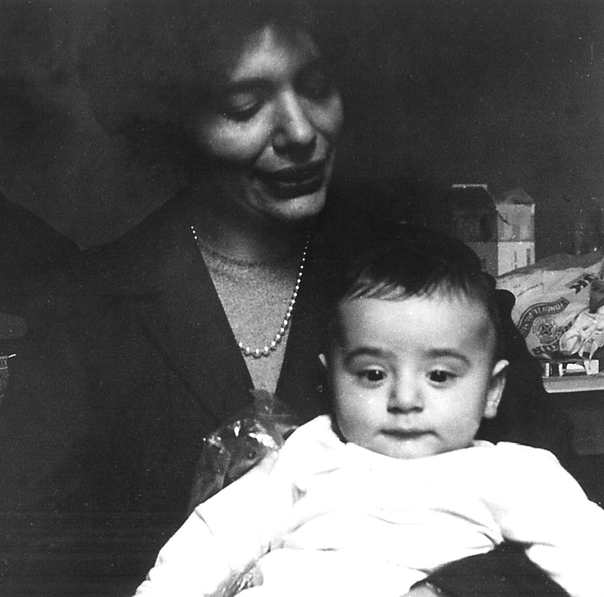 Yıldız Moran and her son Gün 1962