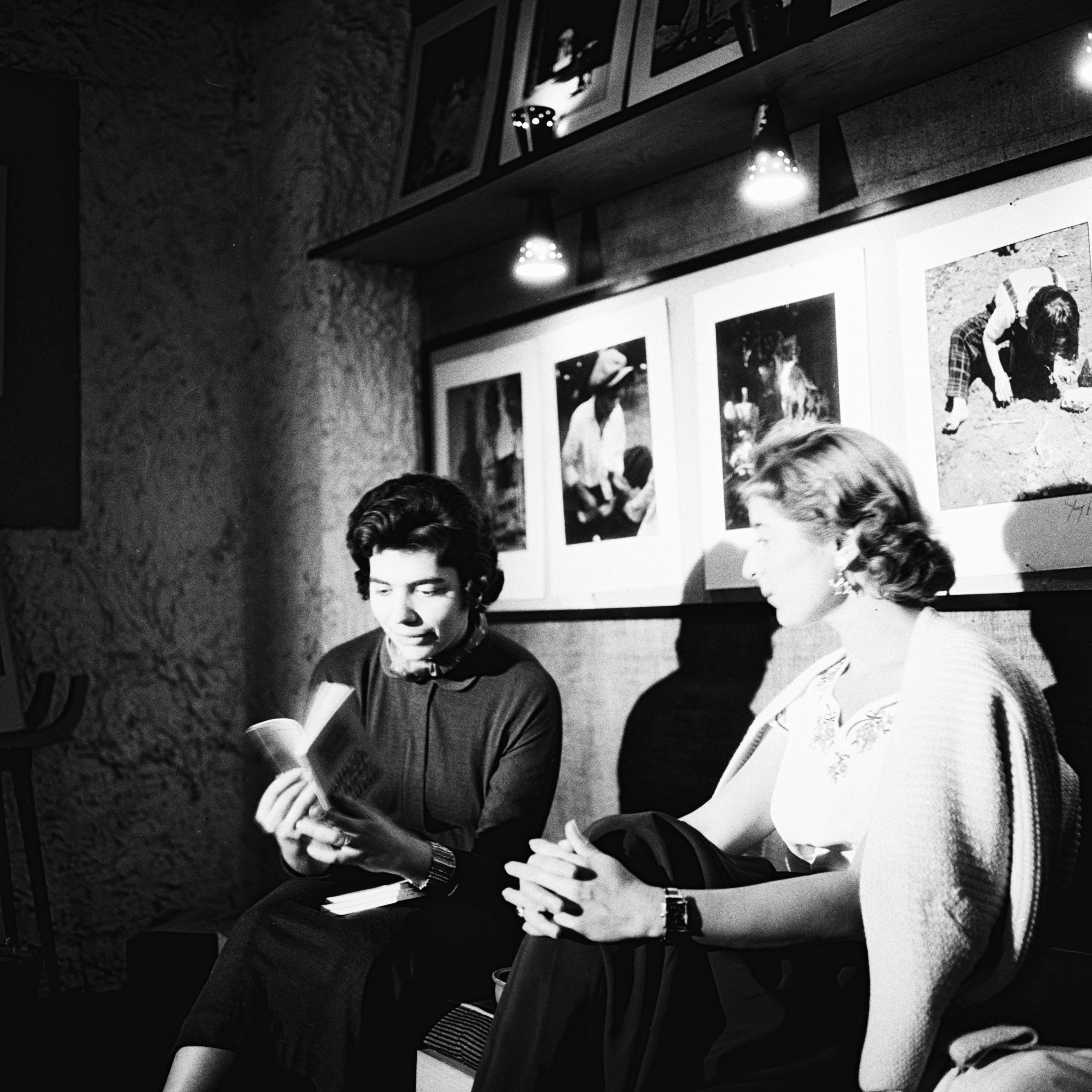 Yıldız Moran and her guest, 1955