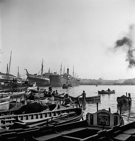 ARRIVAL AND STAY / GELİŞ GİDİŞ, Golden Horn, Istanbul, Turkey 1954