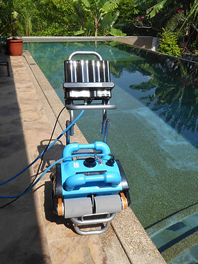 iCHRoboter Robot 200 on caddy Robotic pool cleaner