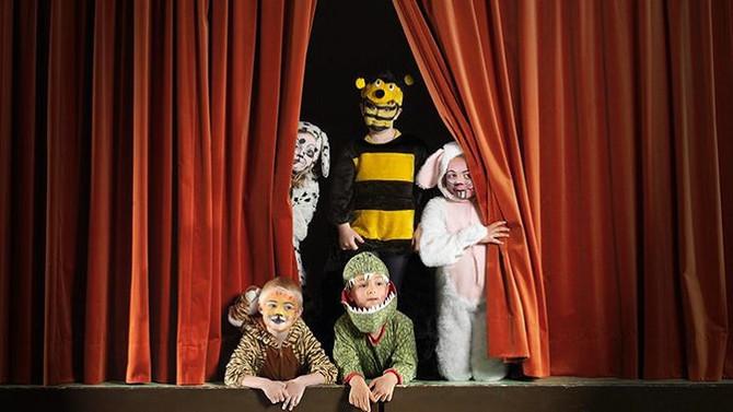 Entenda porque o teatro é tão importante para a formação das crianças