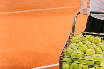jongen-met-tennisballenkar_.jpg