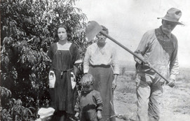 Edna, Ella, Abraham and Ednas child.jpg