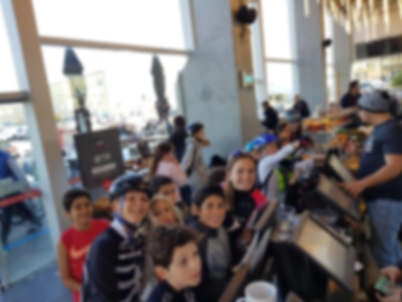 ילדי הטריאתלון במסעדה