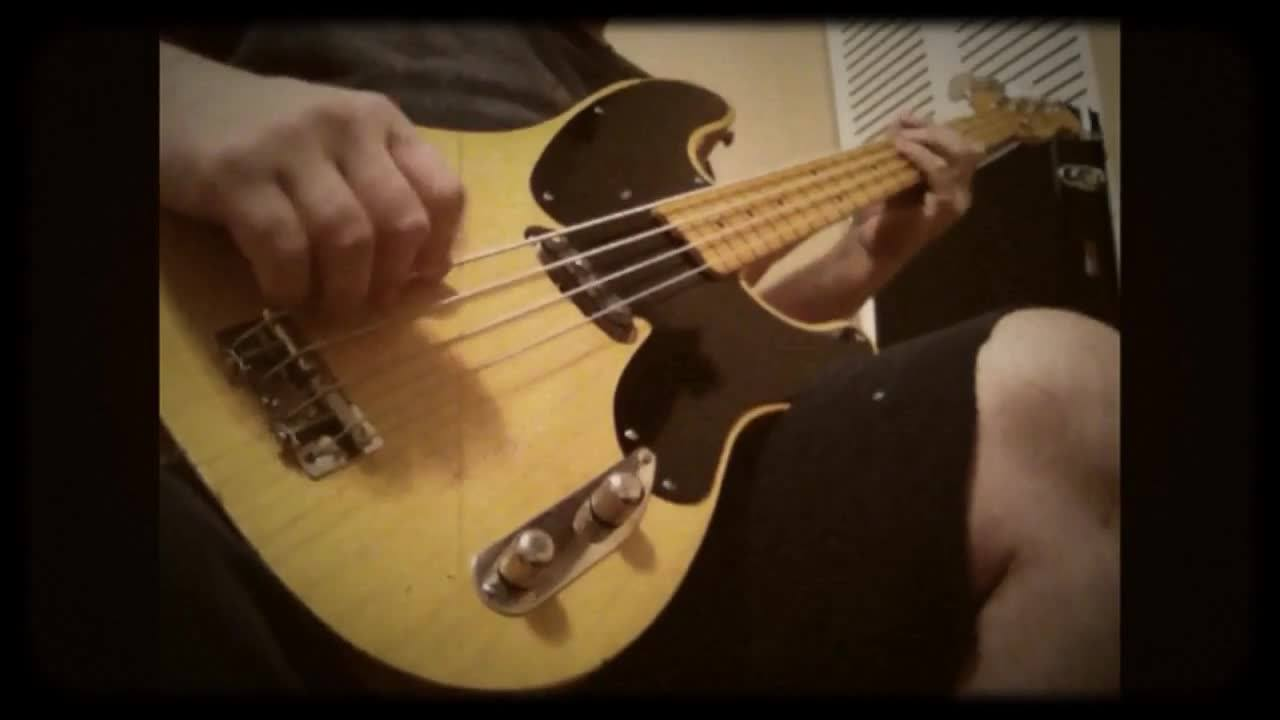 Quick clip of the Retro Guitars '51 Style P Bass!