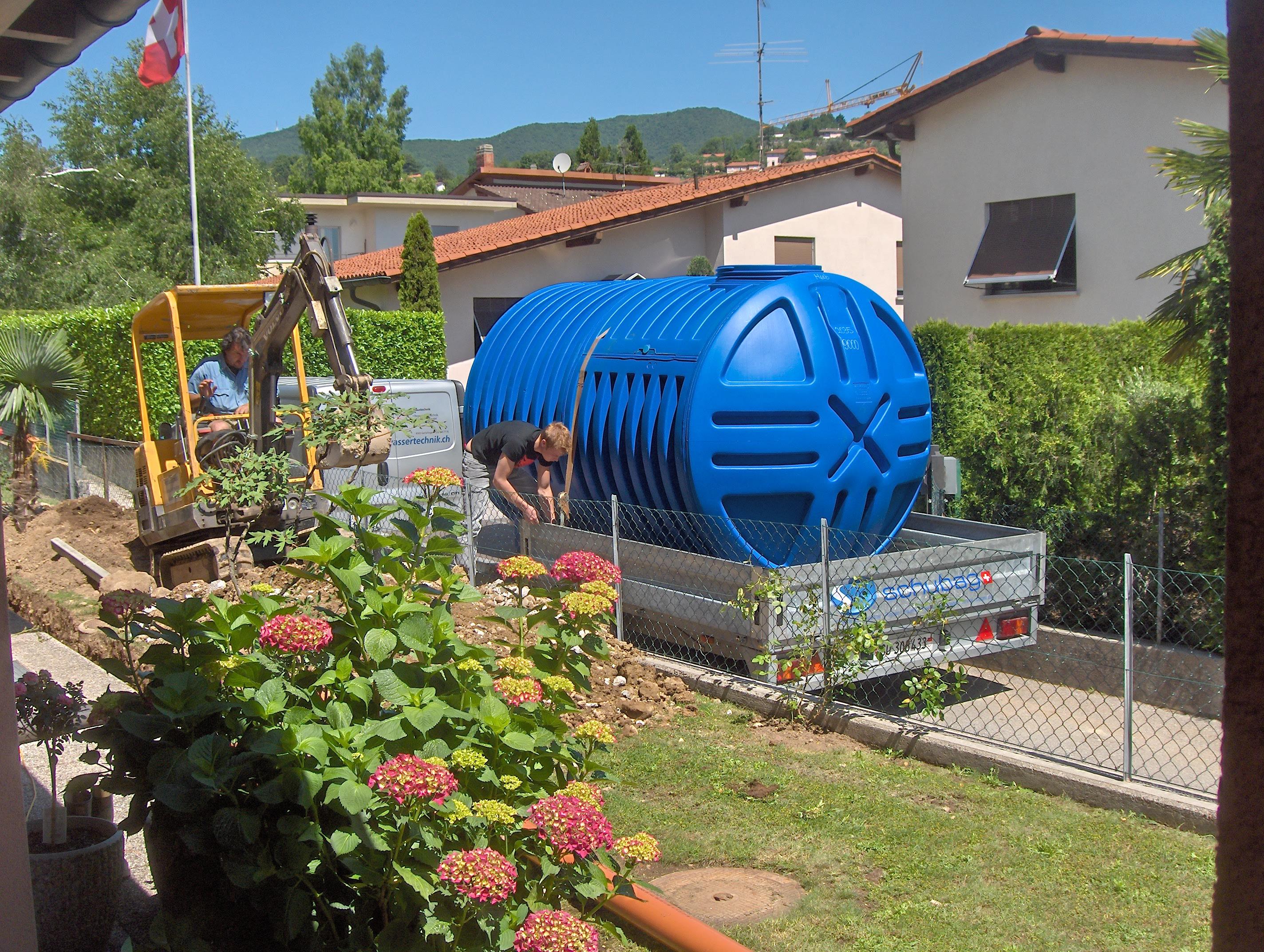 Kunststofftank auf Anhänger