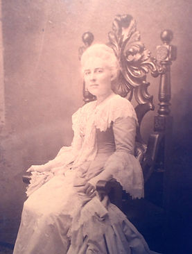 Carrie Dusenberry (néeAitkin), born about 1875 in Huntington, NY. Early member of Ketewamoke Chapter, NSDAR.