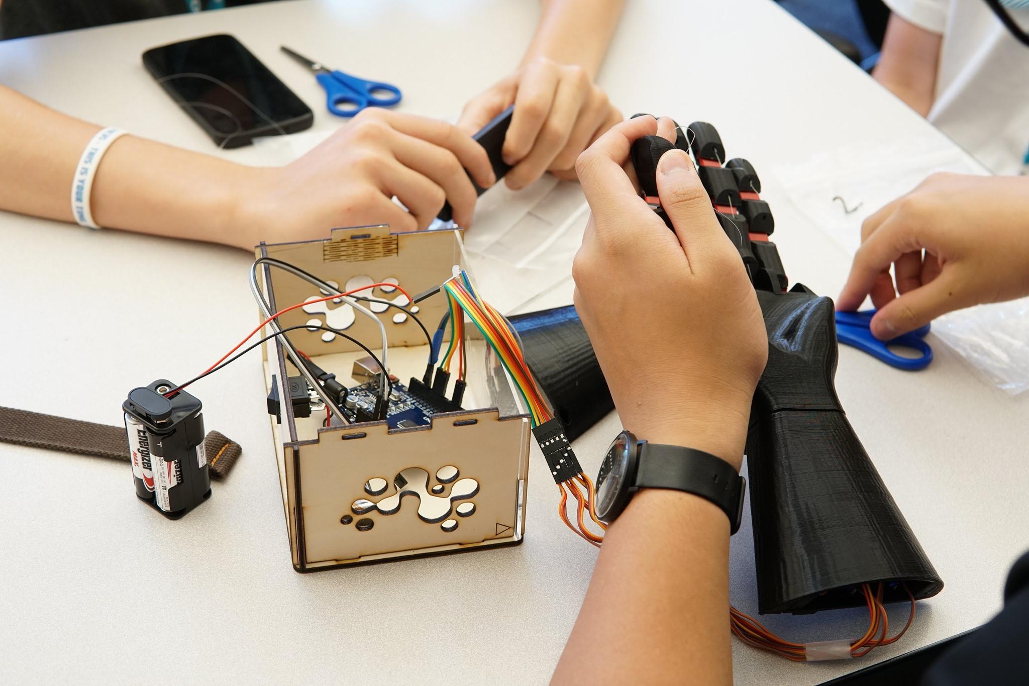 NeuroMaker Robot Hand Experience