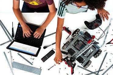 VEX_V5_Boy_Girl_Laptop_Robot_Pieces_1499