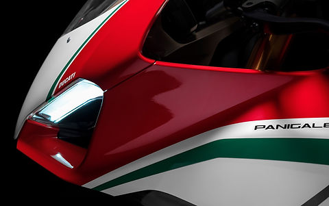 Panigale-V4-MY18-Tri-Colours-Livery-04-S