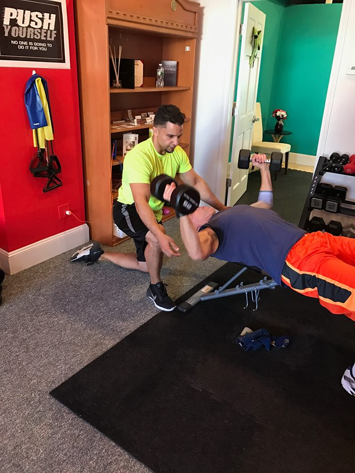 Here is Arnoldo giving his client a great Chest workout
