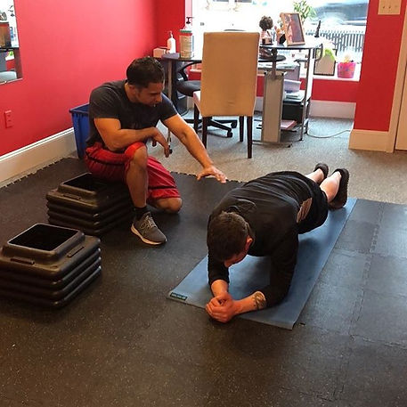 Arnoldo teaching his client how to do the proper plank! 💪🏾💪🏾💪🏾 #fitness #motivation