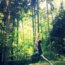 Aquila Camenzind_Yoga im Wald