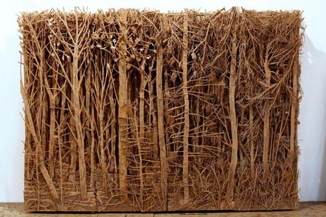 Verzauberte Wälder vollständig aus Pappe gemeisselt