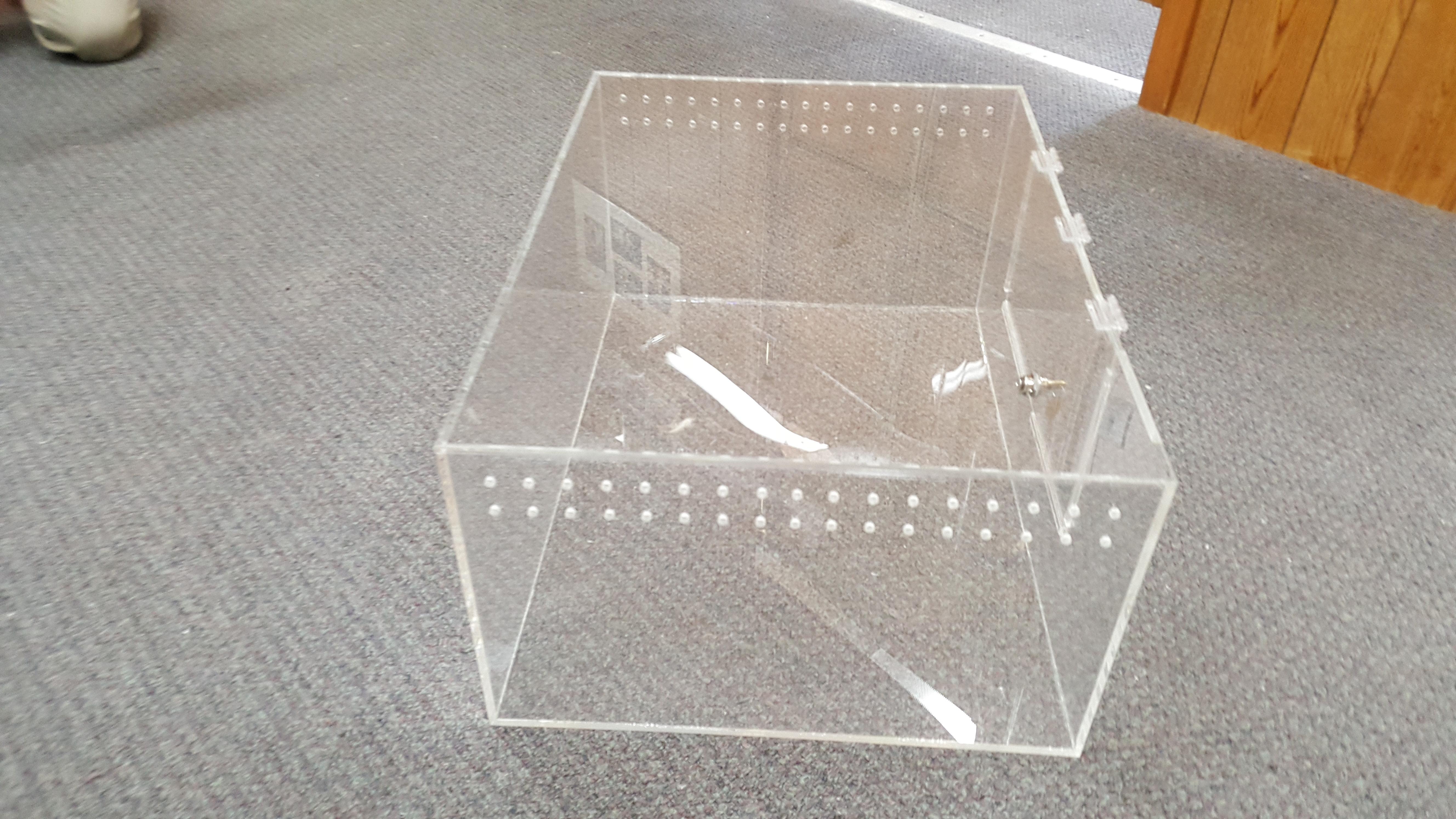 Plastic Reptile Display Box