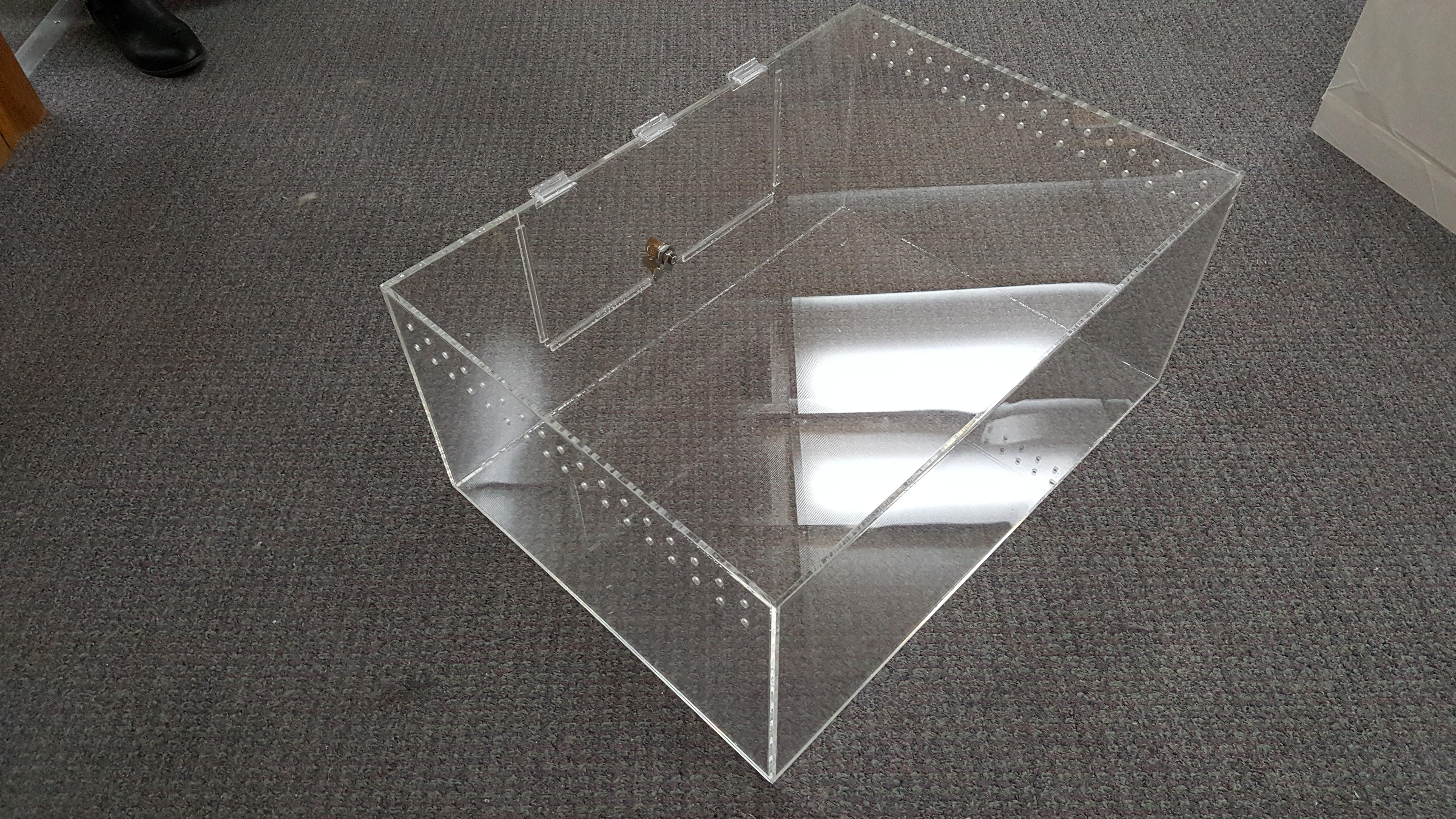 Plastic Reptile Display Box View 2
