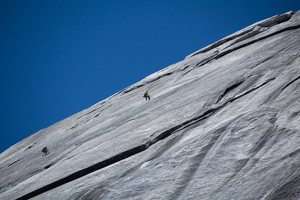 rock-climbing-3801724_1920.jpg