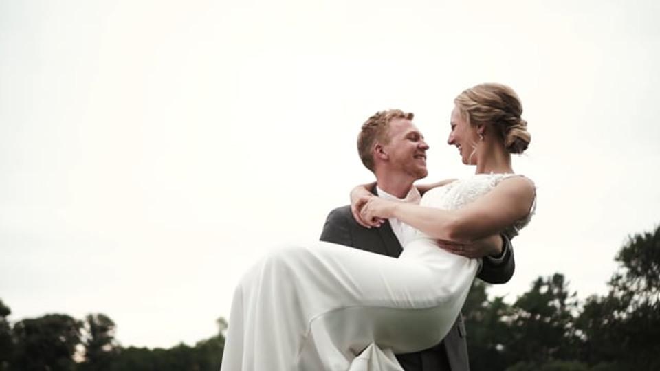 L + E's Beautiful Philadelphia Wedding Day at The Cricket Club