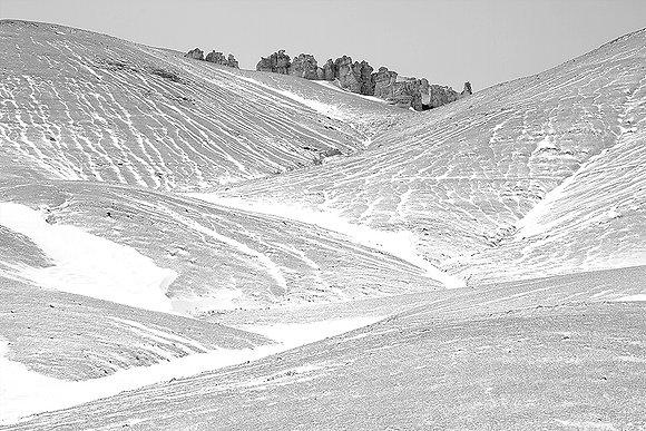 Karlı vadideki kuleler
