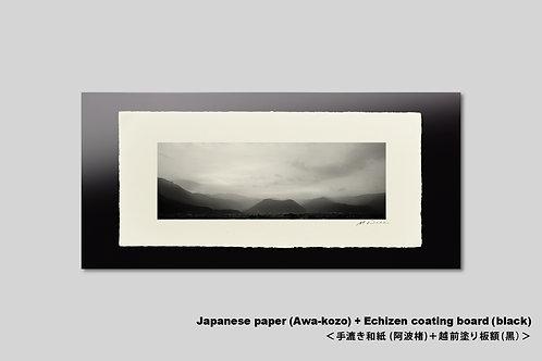 長野県松代 朝霧に包まれた山並み。手漉和紙額装