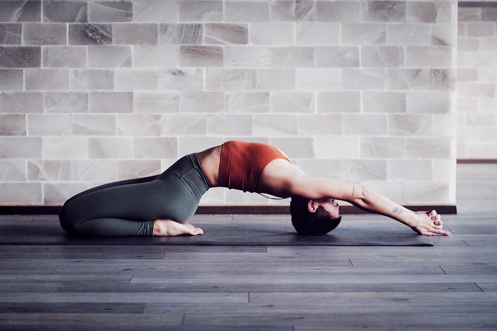 Jana Dielen beim Yoga, Rückenposition