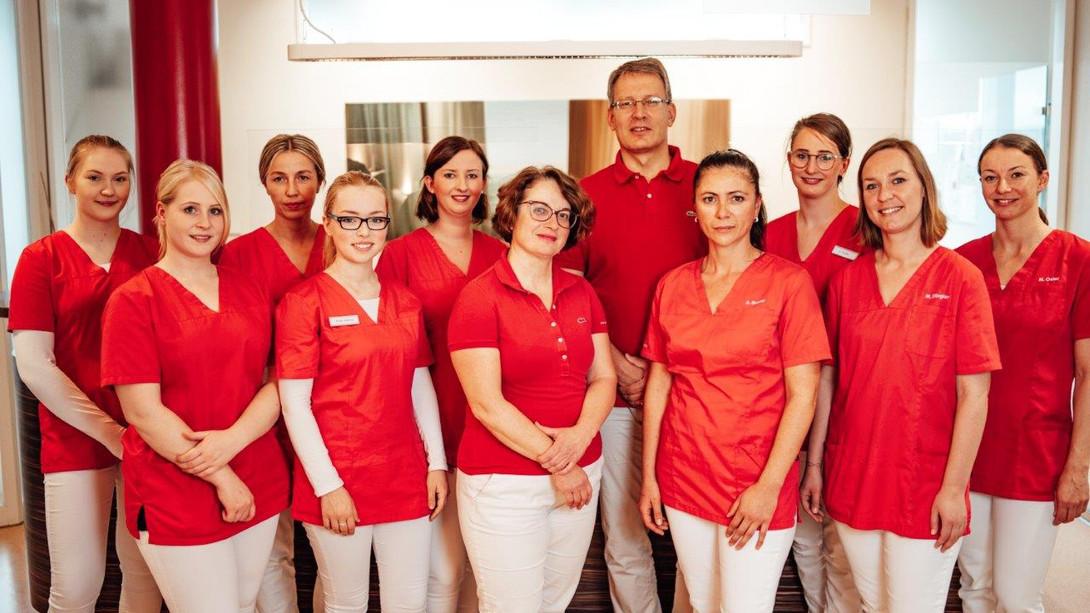 Team-Foto der Praxis-Mitarbeiter